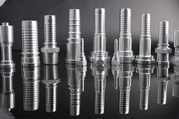 6 mm-es hidraulikus tömlő illeszthető csatlakozó mellbimbó